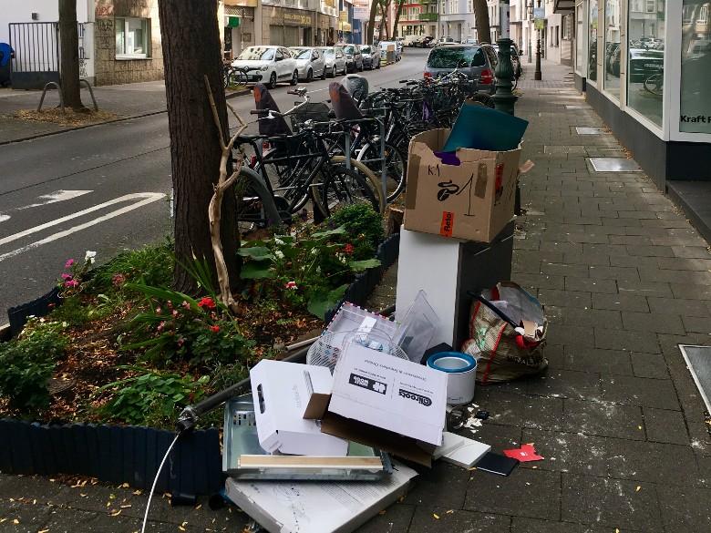 Sperrmüll on German street
